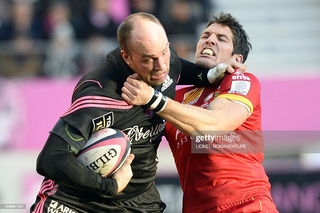 Stade Francais's French flanker Antoine Burban (L) vies with Perpignan's Welsh fly-half James Hook during the French Top 14 rugby Union match Stade Francais vs Perpignan on December 29, 2013 at the Jean Bouin stadium in Paris.