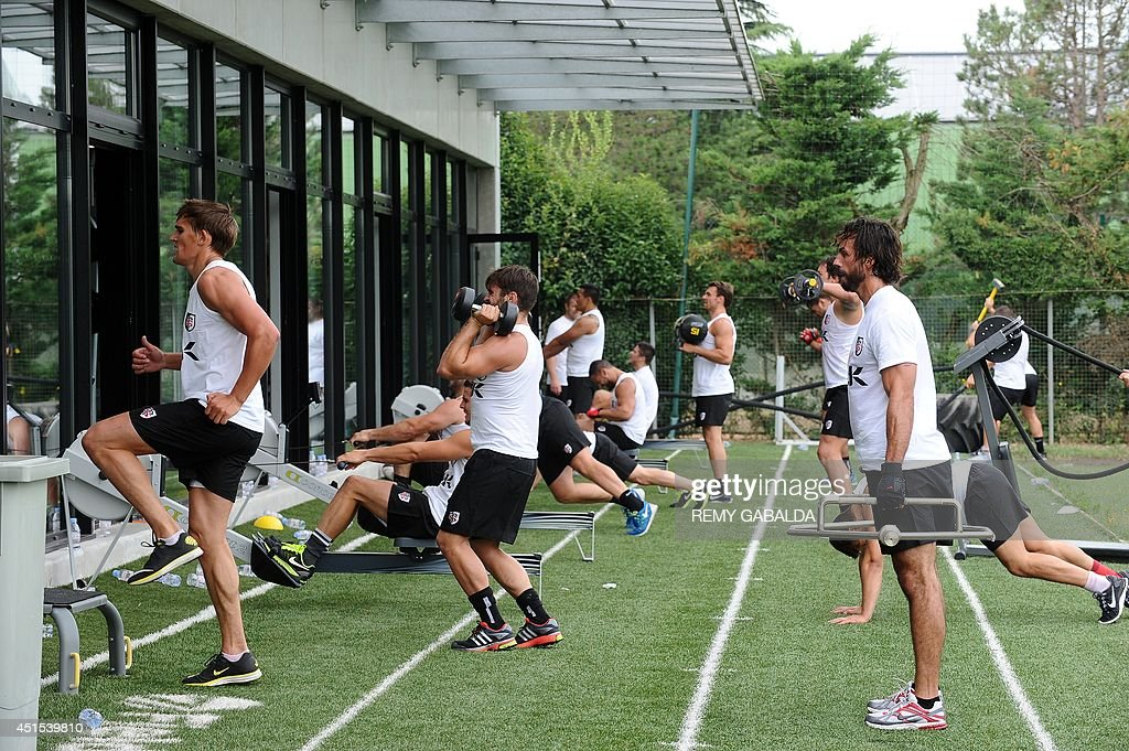 Stade Toulousain rugby club's players French fullback Clement Poitreneaud (R), British fly-half Toby Flood (L) and French fullback Alexis Palisson (C) take part in a training session on July 1, 2014 at the Ernest Wallon stadium in Toulouse.