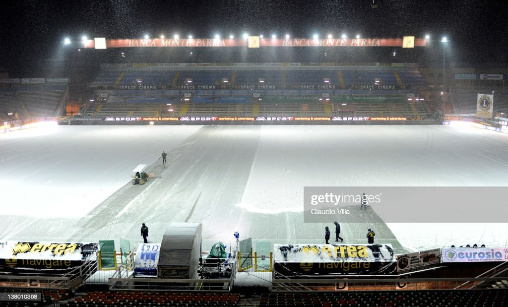 Stadium staff remove snow from the pitch in preparation for the Serie A match between Parma FC and Juventus FC at Stadio Ennio Tardini on January 31...