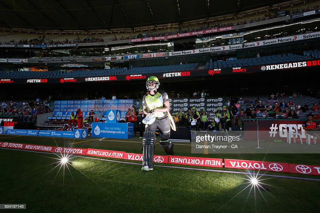 Stafanie Taylor of the Sydney Thunder walks out to open rthe batting during the Women's Big Bash League match between the Melbourne Renegades and the Sydney Thunder at Etihad Stadium on January 9, 2016 in Melbourne, Australia.