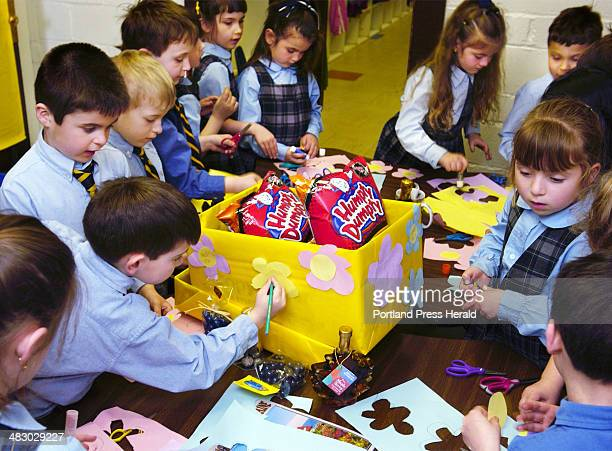 Staff Photo by Gordon Chibroski Tuesday April 12 2005 Kindergarteners in Bonne Smiths class work like busy bees cutting out paper flowers to decorate...