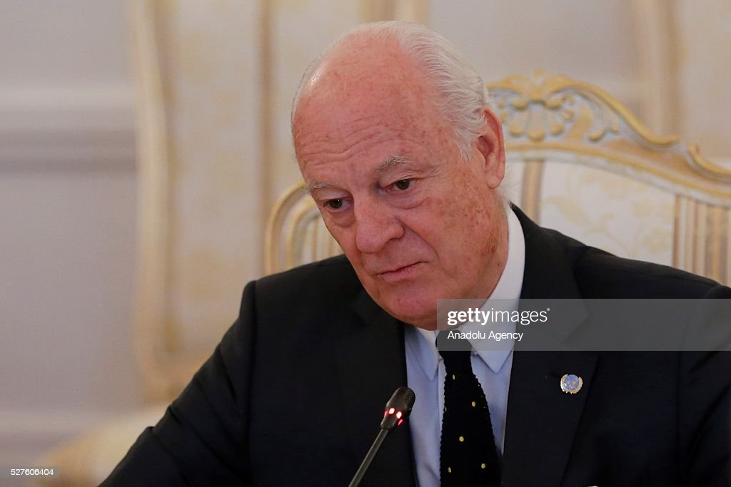 Staffan de Mistura (C), UN Secretary-General's Special Envoy for Syria and Russia's Foreign Minister Sergei Lavrov (not seen) meet at the Russian Foreign Ministry's guest house in Moscow, Russia on May 3, 2016.