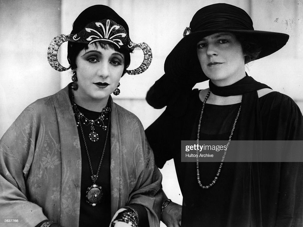 Stage actresses Ethel Barrymore (1879 - 1959), right, and Laurette Taylor (1884 - 1946).