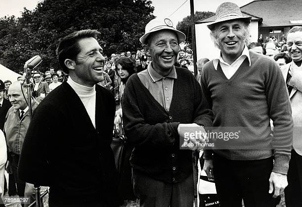 Stage and Screen Music / Personalities pic circa 1975 England Bing Crosby centre with South African golfer Gary Player left and entertainer Bruce...