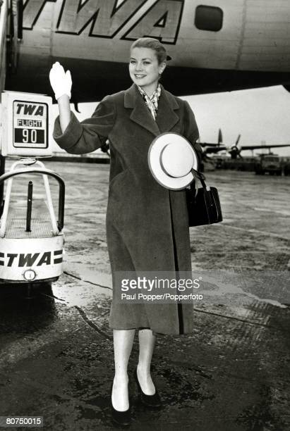 circa 1955 American actress Grace Kelly pictured at a New York airport Grace Kelly born in Philadelphia was a cool elegant beauty who starred in such...