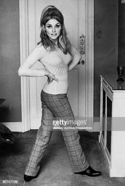 September 1965 American actress Sharon Tate Sharon Tate was one of the victims in the Charles Manson murders when followers of Manson killed 5 people...