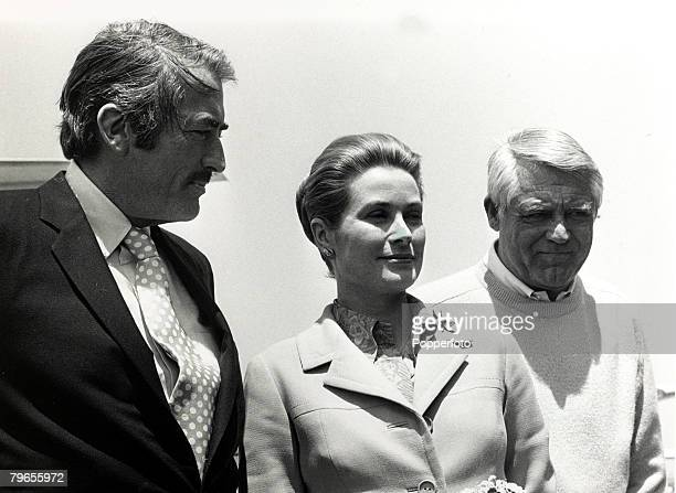 Stage and Screen Royalty Personalities pic 18th June 1971 Princess Grace of Monaco with American actors Gregory Peck left and Cary Grant at a...