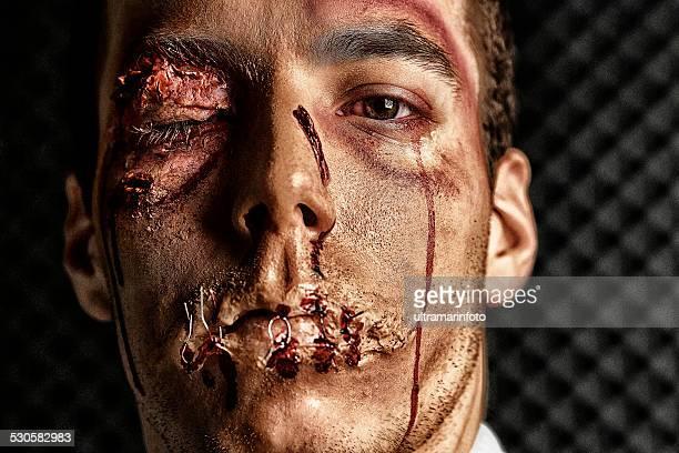 Trucco teatrale battuto HDR Ritratto giovane uomo viso Ultimate fighter
