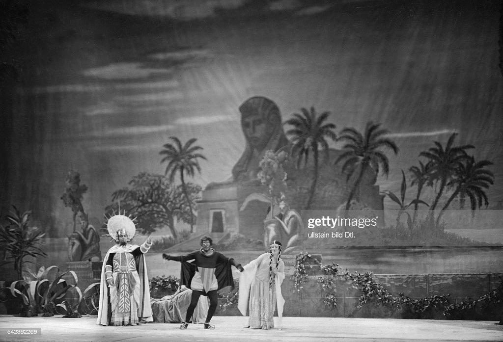 Staging of Mozart's opera 'The Magic Flute' in the Deutsche Oper Berlin