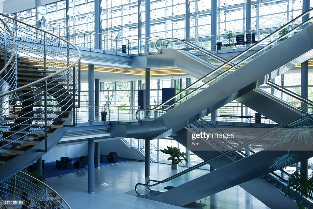 Marches et Escaliers dans un immeuble de bureaux : Photo