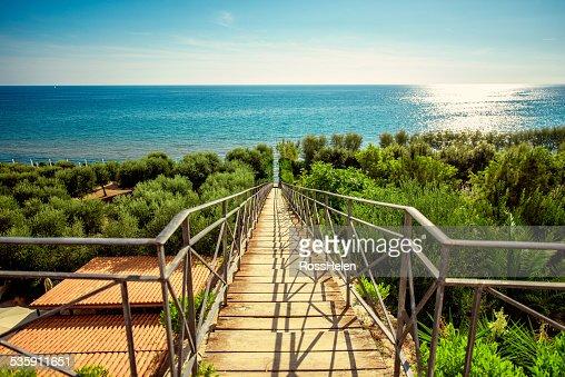 Escaleras al mar Mediterráneo. : Foto de stock