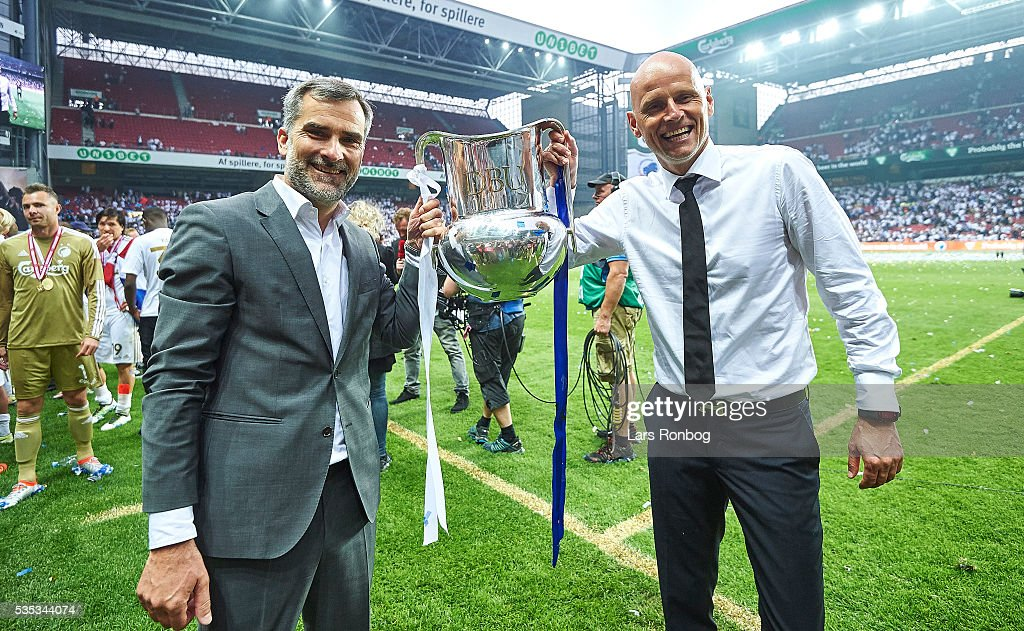 <a gi-track='captionPersonalityLinkClicked' href=/galleries/search?phrase=Stale+Solbakken&family=editorial&specificpeople=2726325 ng-click='$event.stopPropagation()'>Stale Solbakken</a> (R), head coach of FC Copenhagen and Anders Hortsholt (L), eco of FC Copenhagen celebrate with the trophy as Danish Champions 2015/2016 after the Danish Alka Superliga match between FC Copenhagen and AGF Aarhus at Telia Parken Stadium on May 29, 2016 in Copenhagen, Denmark.