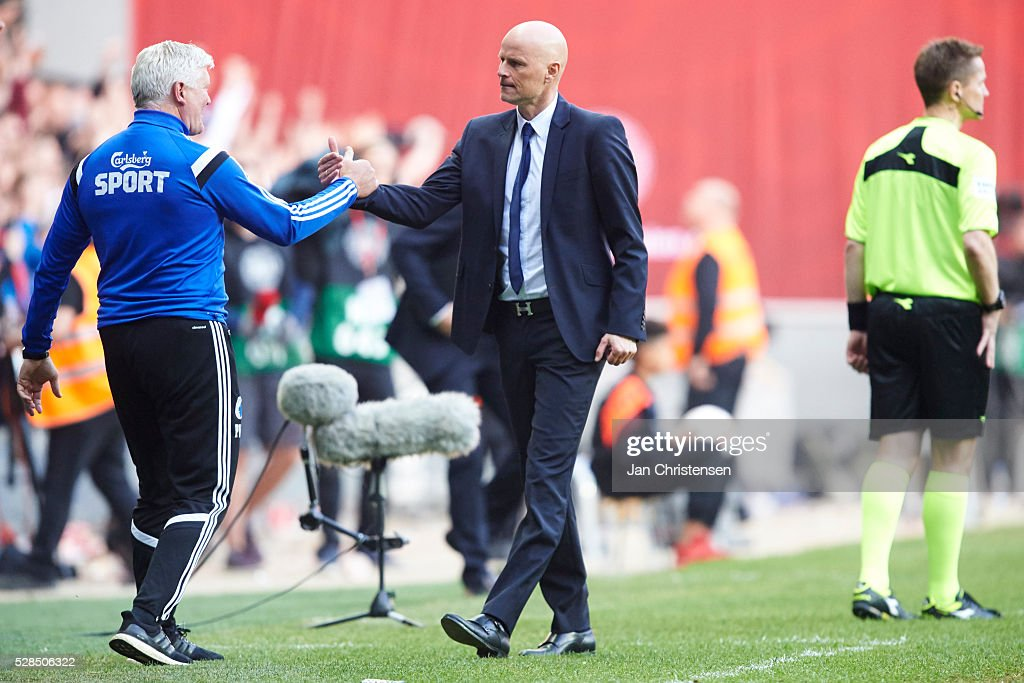 Stale Solbakken, head coach of FC Copenhagen celebrate after the DBU Pokalen Cup Final match between AGF Arhus and FC Copenhagen at Telia Parken Stadium on May 05, 2016 in Copenhagen, Denmark.