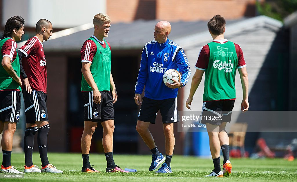 <a gi-track='captionPersonalityLinkClicked' href=/galleries/search?phrase=Stale+Solbakken&family=editorial&specificpeople=2726325 ng-click='$event.stopPropagation()'>Stale Solbakken</a>, head coach of FC Copenhagen speaks to <a gi-track='captionPersonalityLinkClicked' href=/galleries/search?phrase=Andreas+Cornelius&family=editorial&specificpeople=8617821 ng-click='$event.stopPropagation()'>Andreas Cornelius</a> of FC Copenhagen during the FC Copenhagen training session at KB's baner on June 27, 2016 in Frederiksberg, Denmark.