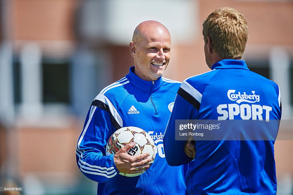 <a gi-track='captionPersonalityLinkClicked' href=/galleries/search?phrase=Stale+Solbakken&family=editorial&specificpeople=2726325 ng-click='$event.stopPropagation()'>Stale Solbakken</a>, head coach of FC Copenhagen speaks to Johan Lange during the FC Copenhagen training session at KB's baner on June 27, 2016 in Frederiksberg, Denmark.