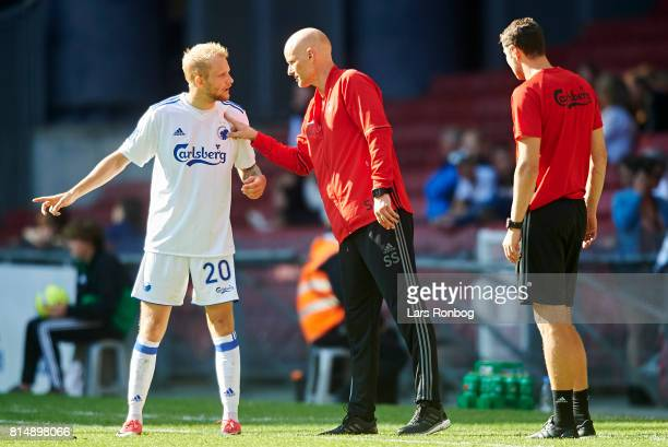 Stale Solbakken head coach of FC Copenhagen speaks to Nicolai Boilesen of FC Copenhagen during the Danish Alka Superliga match between FC Copenhagen...