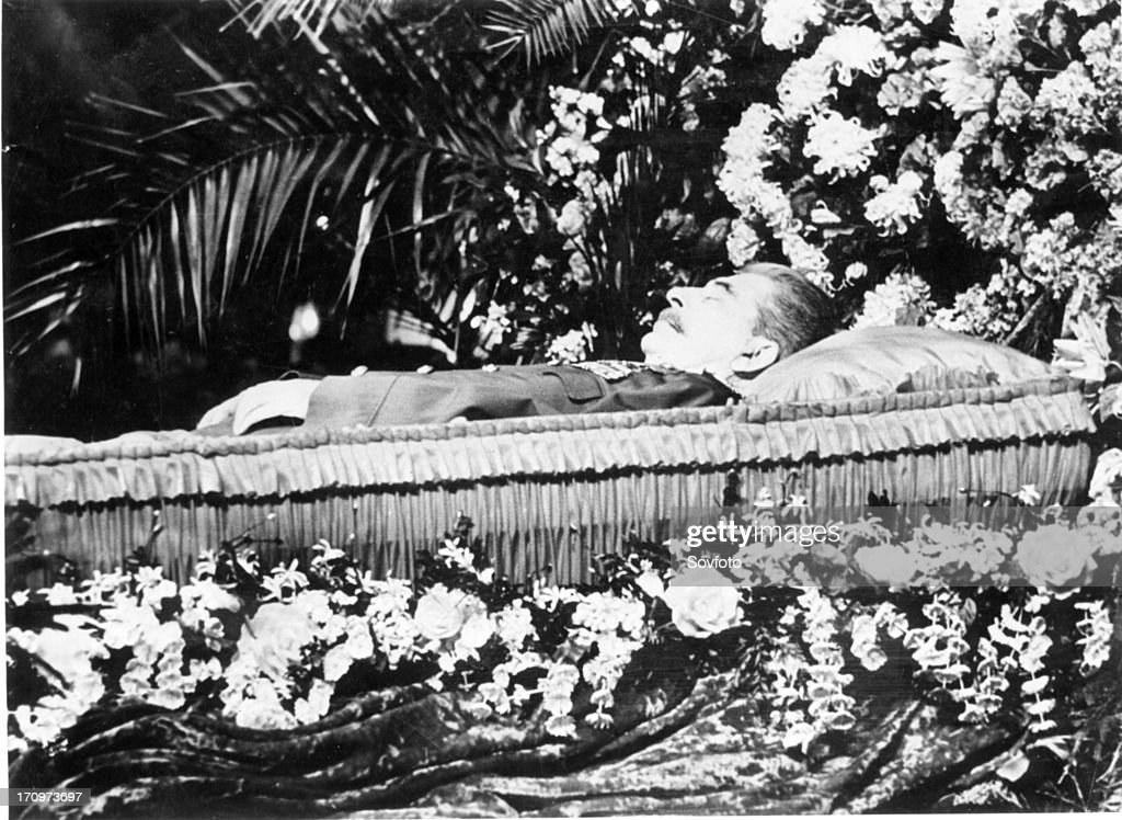 Stalin lying in state moscow march 1953