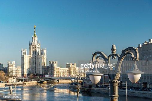 Stalin-era building on Kotelnicheskaya Embankment Moscow, Russia : Stock-Foto