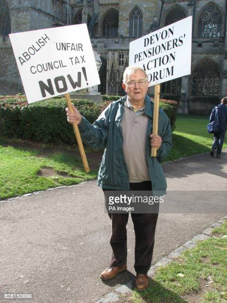 Stan Fitton from Manaton on Dartmoor who is holding a vigil near Exeter Cathedral Tuesday 27 September 2005 in support of jailed council tax rebel...