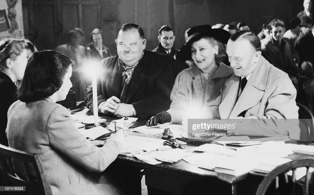 Stan Laurel And Oliver Hardy Waiting For Ration Cards In London On – Laurel and Hardy Birthday Cards