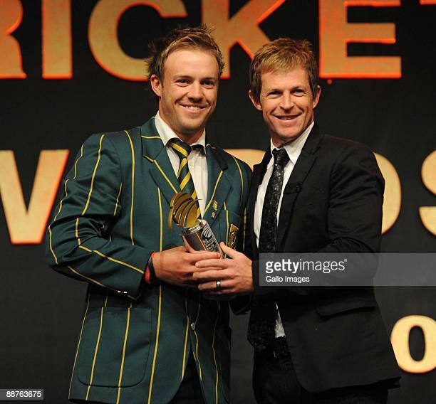 AFRICA JUNE 30 Standard Bank ODI Cricketer of the Year AB de Villiers receives the award from Jonty Rhodes during the 2009 SA Cricket Awards at the...