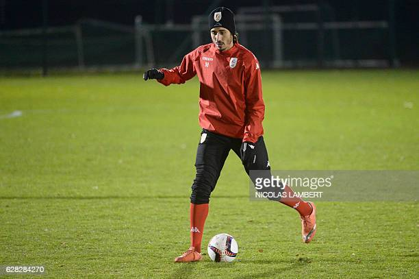 Standard de Liege's Algerian forward Ishak Belfodil attends a training session on December 7 2016 in Liege on the eve of the club's group G Europa...