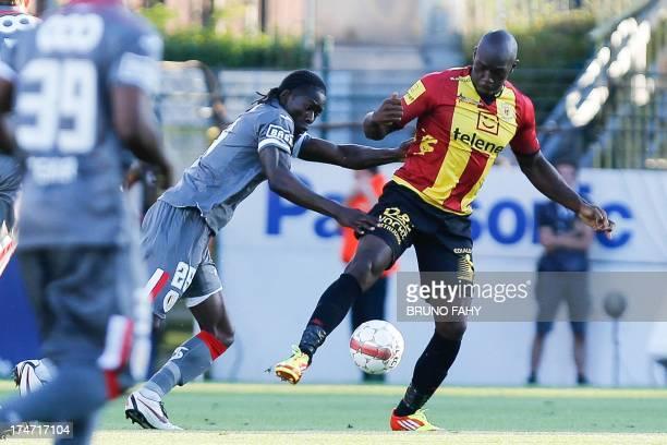 Standard's Brazilian defender Antonio Pereira Dos Santos 'Kanu' and Mechelen's BelgianCongolese forward Benjamin Mokulu vie for the ball during the...