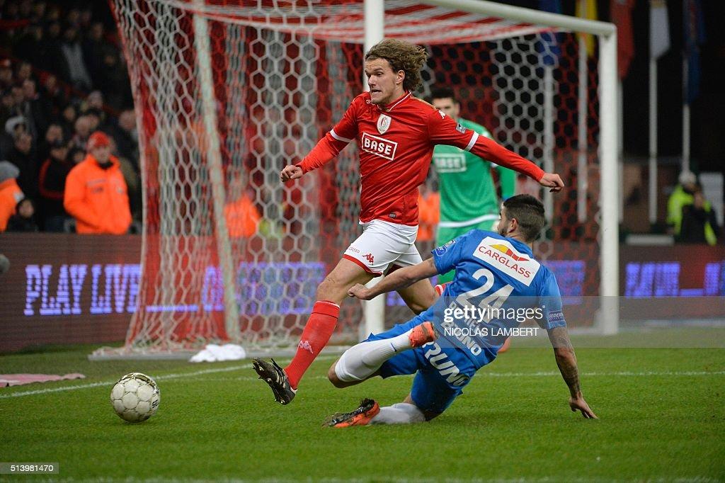 Standard's Danish defender Alexander Scholz and Genk's Spanish midfielder Alejandro Pozuelo vie for the ball during the Jupiler Pro League football...