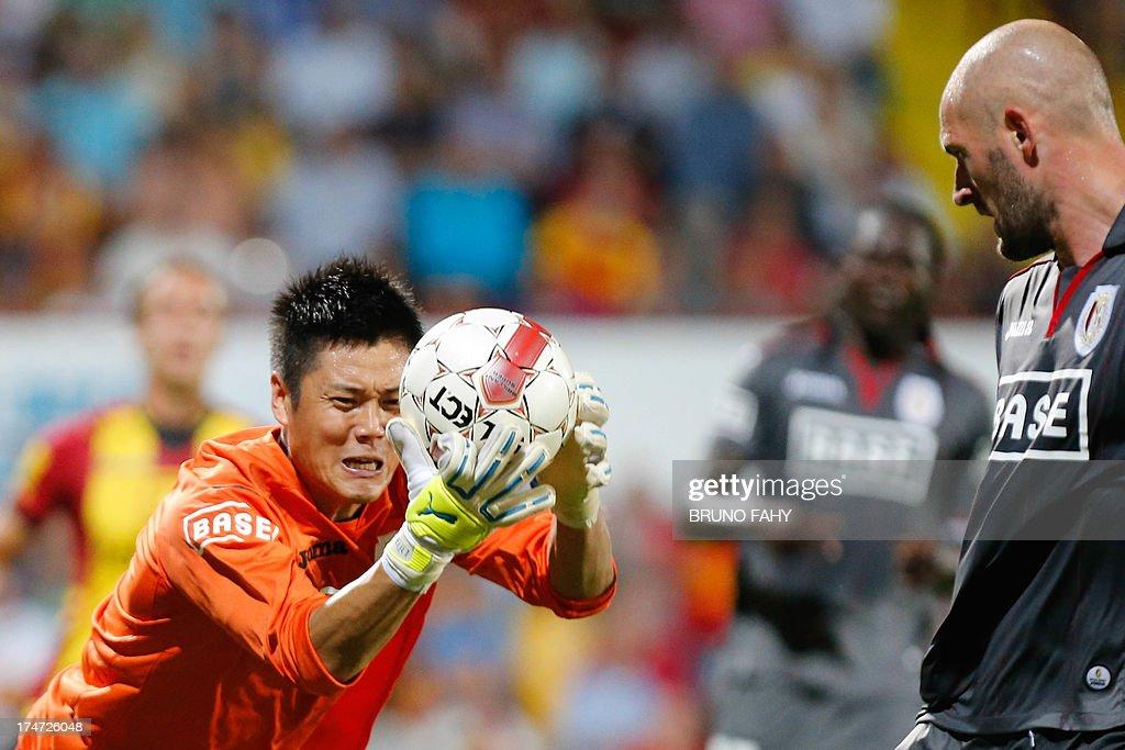 Standard's Japanese goalkeeper Eiji Kawashima catches the ball during the Belgian Jupiler Pro League football match between KV Mechelen and Standard...