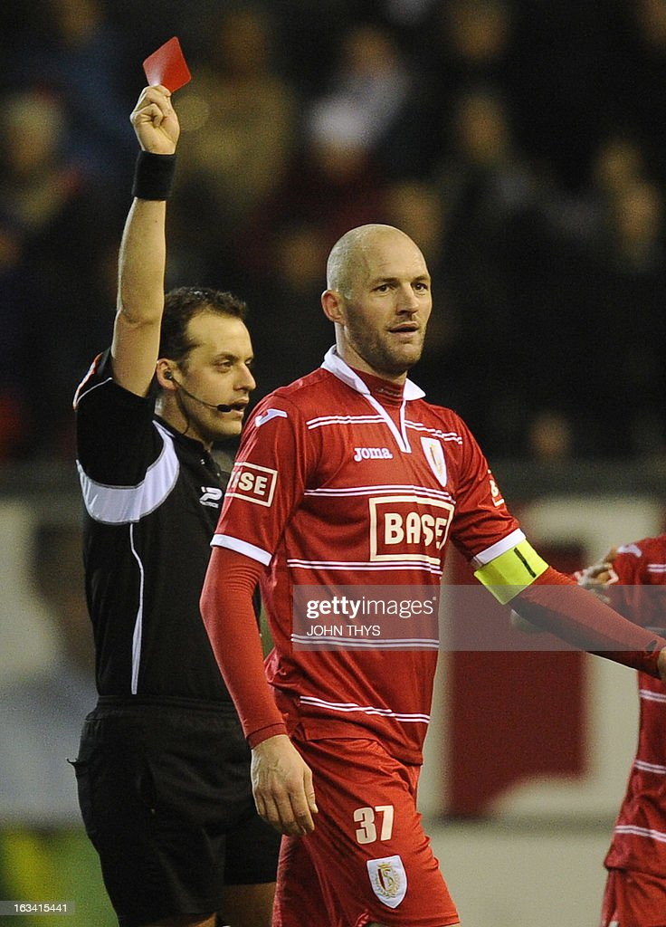Standard's Jelle Van Damme (R) receives a red card from referee Alexandre Boucaut during the Jupiler Pro League match between OH Leuven and Standard de Liege in Heverlee on March 9 2013, on day 29 of the Belgian football championship. AFP PHOTO / BELGA / JOHN THYS **BELGIUM OUT**