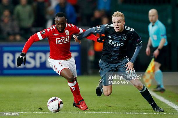Standard's Reginal Goreux vies with Ajax's Donny van de Beek during the UEFA Europa League football match between Standard de Liege and Ajax...