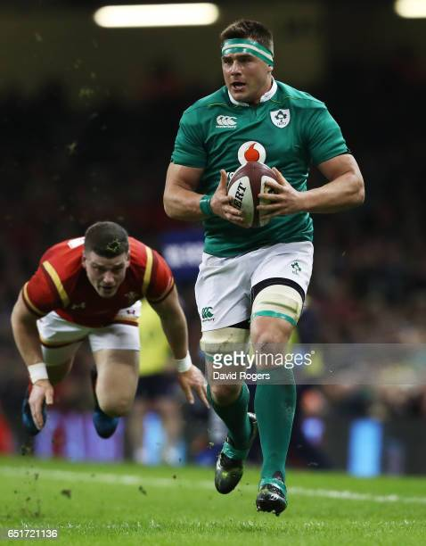 Stander of Ireland escpaes the challenge from Scott Williams of Wales during the Six Nations match between Wales and Ireland at the Principality...