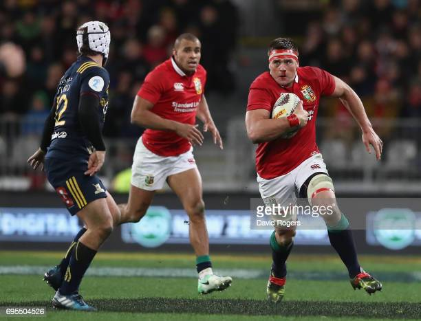 Stander of the Lions charges upfield during the 2017 British Irish Lions tour match between the Highlanders and the British Irish Lions at Forsyth...