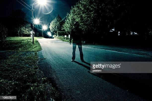 Stehen in der Mitte der Straße