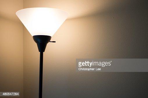 Lámpara de pie con luz : Foto de stock