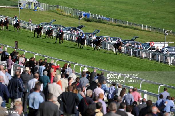 Standpoint ridden by David Kenny leads the field home to win the Download Epsom's Android Or Iphone App Now Apprentice Handicap