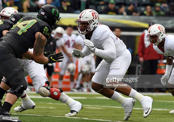 Stanford University DE Solomon Thomas rushes against University of Oregon OL Calvin Throckmorton during a PAC12 NCAA football game between the Oregon...