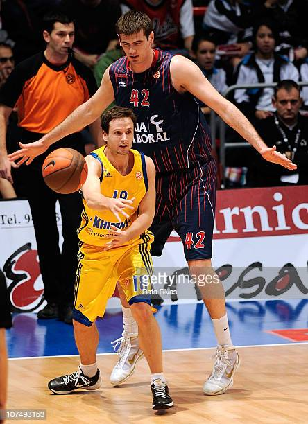 Stanko Barac #42 of Caja Laboral competes with Raul Lopez #18 of BC Khimki Moscow Region during the 20102011 Turkish Airlines Euroleague Regular...
