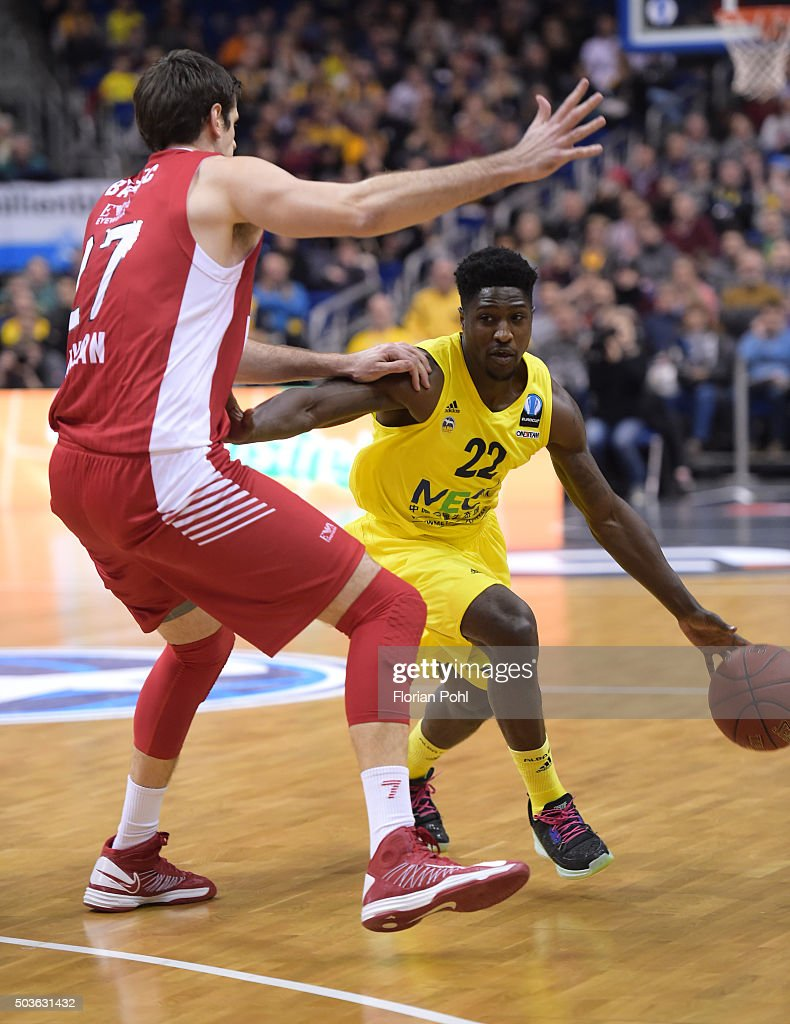 Stanko Barac of Emporio Armani Mailand and Will Cherry of ALBA Berlin in action during the game between Alba Berlin and Emporio Armani Mailand on january 6, 2016 in Berlin, Germany.