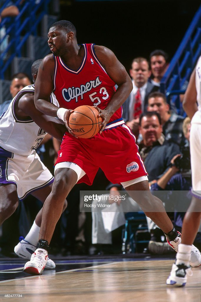 stanley-roberts-of-the-los-angeles-clippers-posts-up-against-the-a-picture-id462477734