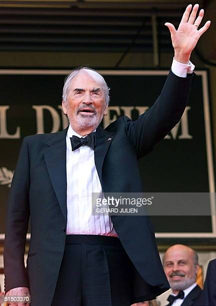 US star and guest of honor Gregory Peck waves to photographers upon his arrival at the Palais des Festivals 16 May 2000 in Cannes 'A Conversation...