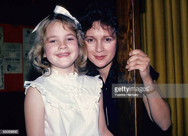 'ET' star Drew Barrymore poses for a photograph June 8 1982 with her mother Jaid Barrymore in New York City