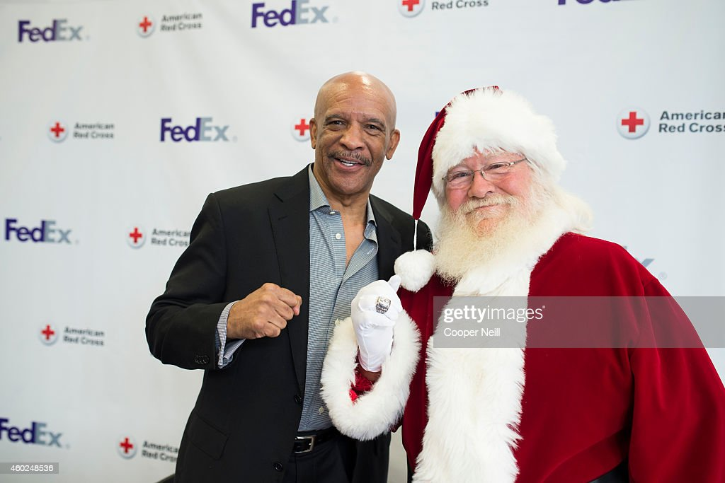 Star <a gi-track='captionPersonalityLinkClicked' href=/galleries/search?phrase=Drew+Pearson&family=editorial&specificpeople=226652 ng-click='$event.stopPropagation()'>Drew Pearson</a> teams up with FedEx Office to help support the American Red Cross as part of Pack. Ship. Give. on December 10, 2014 in Dallas, Texas.