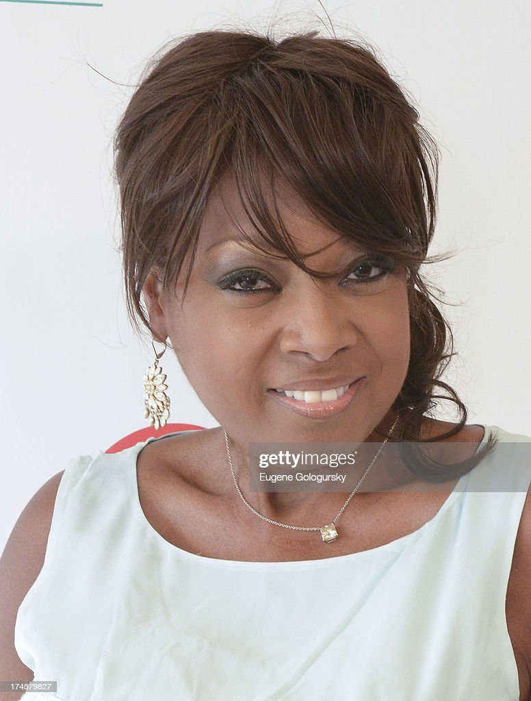<a gi-track='captionPersonalityLinkClicked' href=/galleries/search?phrase=Star+Jones&family=editorial&specificpeople=202645 ng-click='$event.stopPropagation()'>Star Jones</a> attend the Russell Simmons 14th Annual Art For Life Benefit Sponsored By BOMBAY SAPPHIRE Gin at Fairview Farms on July 27, 2013 in Bridgehampton, New York.