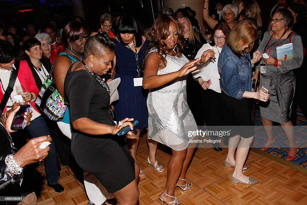 <a gi-track='captionPersonalityLinkClicked' href=/galleries/search?phrase=Star+Jones&family=editorial&specificpeople=202645 ng-click='$event.stopPropagation()'>Star Jones</a> (C) attends NAPW 2014 Conference at Marriott Marquis Hotel on April 24, 2014 in New York City.
