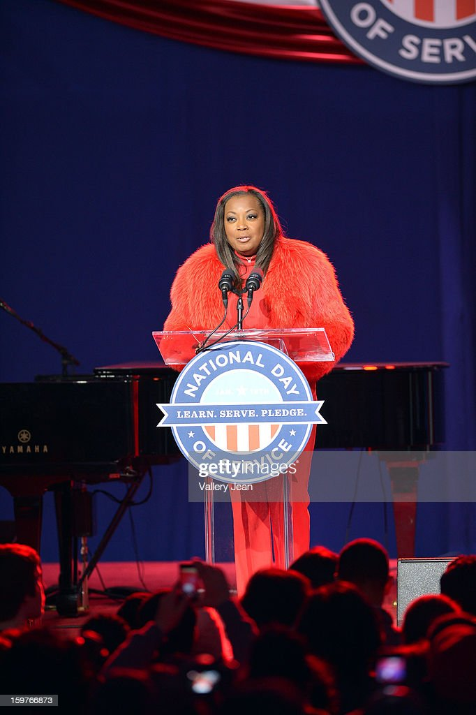 <a gi-track='captionPersonalityLinkClicked' href=/galleries/search?phrase=Star+Jones&family=editorial&specificpeople=202645 ng-click='$event.stopPropagation()'>Star Jones</a> attends Presidential National Day Of Service at National Mall on January 19, 2013 in Washington, DC.