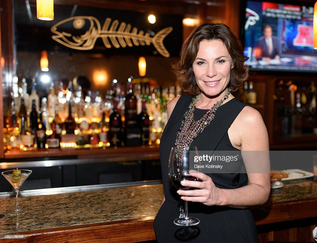 TV Star LuAnn de Lesseps And Close Friends Enjoy An Intimate Holiday Celebration At Bonefish Grill