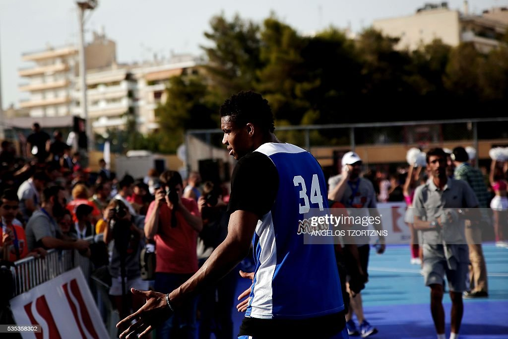 NBA star player Giannis Antetokounmpo of the Milwaukee Bucks takes part in a game of streetball in Athens on May 29, 2016. The Antetokounbros Streetball Event organized by Eurohoops and the City of Athens, took place in an open court and was watched by 5,000 people. / AFP / ANGELOS