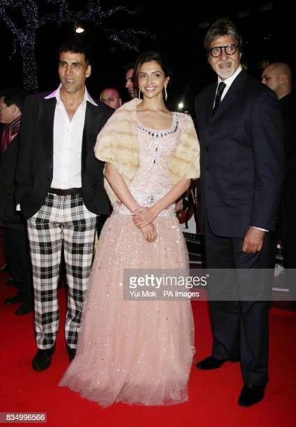Stars of the film Deepika Padukone and Akshay Kumar with Bollywood star Amitabh Bachchan arriving for the premiere of 'Chandni Chowk To China' at The...