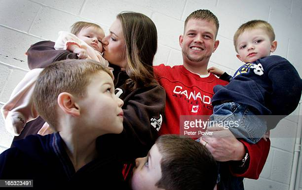Freelance writer Albert Neremberg arranged for a photographer to meet a soldier from Oklahoma his wife and their 4 kids who ahve been in Canada for...